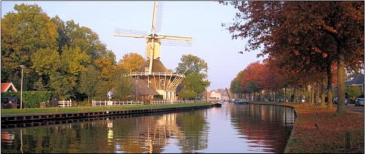 Holland : windmill in autumn